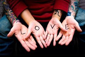 Creatividad en emotivas y románticas declaraciones de amor - Video