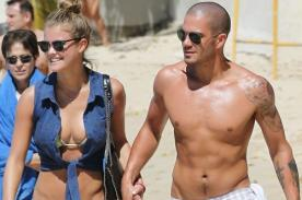 The Wanted: Max George muy sensual en playa de Barbados