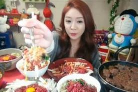 Surcoreana gana 9 mil dólares solo por comer frente a webcam - VIDEO