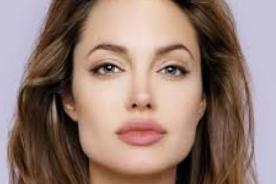 Mira el nuevo póster de Angelina Jolie como 'Maléfica'