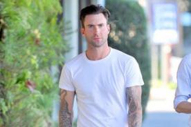 Adam Levine lanza colección de ropa exclusiva para mujeres - FOTOS