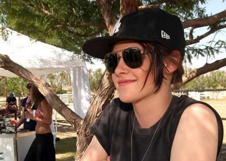 Kristen Stewart lucía como hombre en Coachella