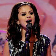 Selena Gomez canta Love You Like a Love Song durante The Tonight Show (Video)