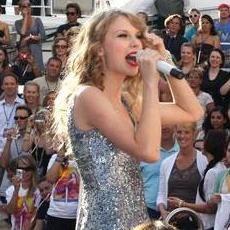 Taylor Swift se presentó en el crucero Royal del Caribe