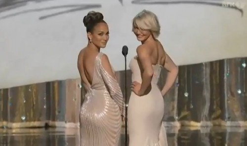 Oscar 2012: J. Lo lució su derriere junto al de Cameron Díaz (Video)