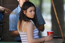 Mila Kunis luce varios kilos extra para nueva película