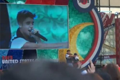 Video: Justin Bieber remece a japoneses con presentación en Tokio