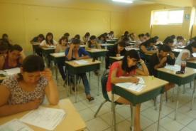 Miles de docentes desaprueban examen para ser contratados