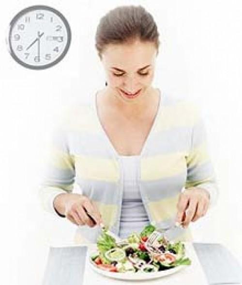 Comer despacio ayuda a bajar de peso: ¿Mito o realidad?