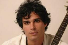 Pedro Suárez-Vértiz presenta su banda oficial