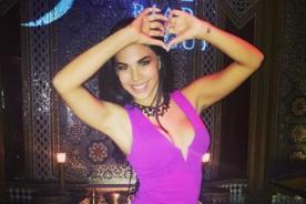 Stephanie Valenzuela 'saca chispas' moviendo el toto - VIDEO