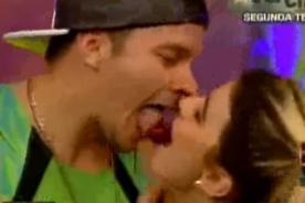 Combate: ¿Mario Hart besó a Macarena Vélez? - VIDEO