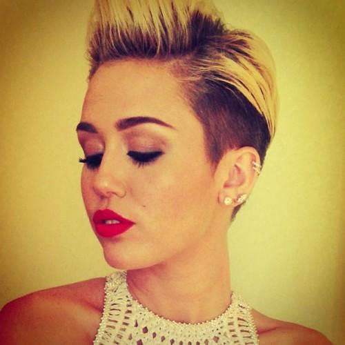 ¡Miley Cyrus se convierte en una bebé grande!
