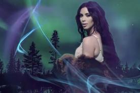 Kim Kardashian envía mensaje de paz con peculiar vestuario [VÍDEO]