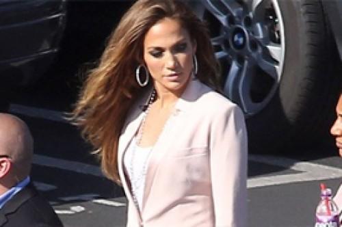 Jennifer Lopez aclara que aún no decide si irse de American Idol
