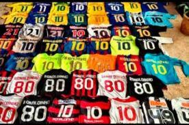 Ronaldinho publicó su amplio historial de camisetas mediante Twitter