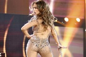 Jennifer Lopez muestra su sexy trasero en jeans ajustados