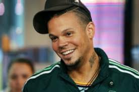 René Pérez  destruye su Maserati en nuevo videoclip de Calle 13