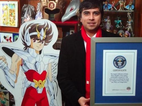 Joven peruano es el mayor coleccionista de los Caballeros del Zodiaco