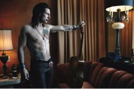 Tom Cruise luce grandes  tatuajes para su nueva película