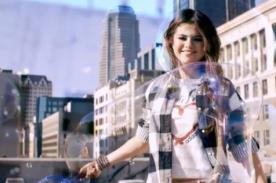 Selena Gomez en relajado comercial de zapatillas