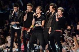 One Direction y su reacción cuando anuncian a Selena Gomez en los MTV VMA - Video