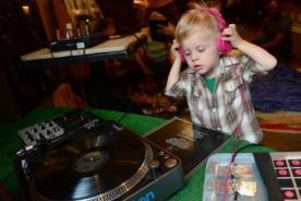 Baby DJ School: Conoce la academia para bebés DJ - VIDEO