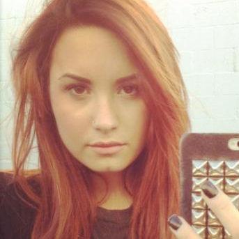 Demi Lovato comparte nueva foto de su cambio look