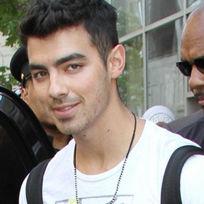 Afirman que Joe Jonas tendría romance con joven modelo brasileña