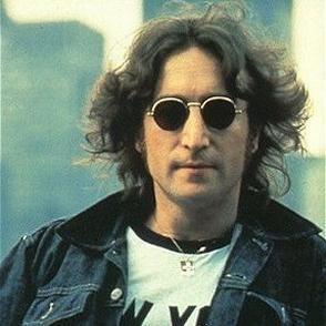 Casaca de John Lennon es adquirida por 178 mil euros