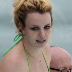 Britney Spears luce su figura con llamativo bikini en hotel de Rio de Janeiro