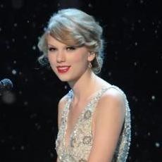 Dolly Parton asegura que Taylor Swift es un modelo a seguir
