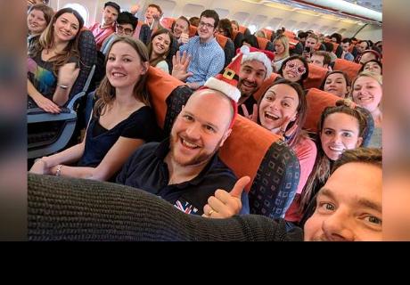 Jefa lleva a sus trabajadores de viaje como regalo