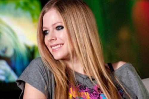 Avril Lavigne ansiosa por compartir nueva música con sus fans