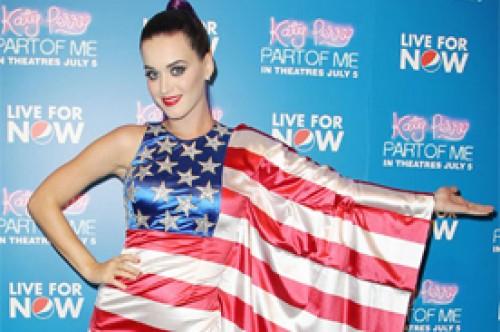 Katy Perry vistió la bandera de Estados Unidos para los marinos