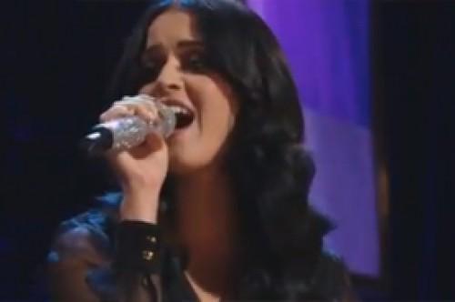 Video: Katy Perry cantó un conmovedor 'Firework' con niña con autismo