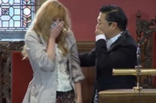 Psy hace llorar a joven universitaria de Oxford tras inspirador discurso