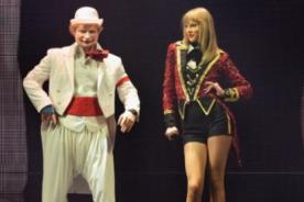 Taylor Swift finaliza su 'Red Tour' junto a Ed Sheeran vestido de payaso - Video