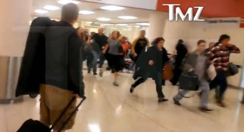 EE.UU.: Decenas de personas salen de aeropuerto por tiroteo - VIDEO