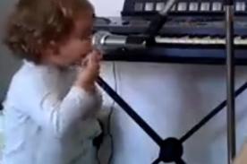 Niño de dos años canta blues con mucho sentimiento - VIDEO