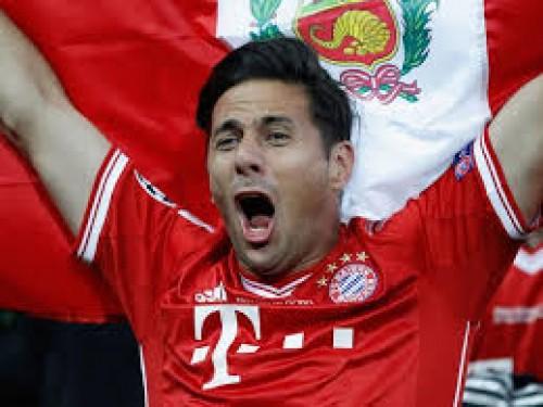 Así cantó Claudio Pizarro al festejar el título del Bayern Munich-VIDEO