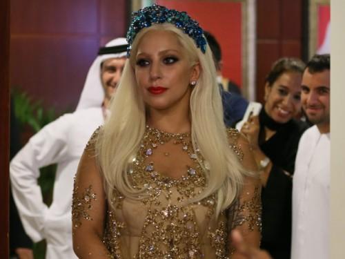 Lady Gaga causa polémica con su llegada a Dubái