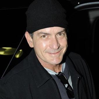 Charlie Sheen niega haber retomado relación con su ex esposa Brooke Mueller