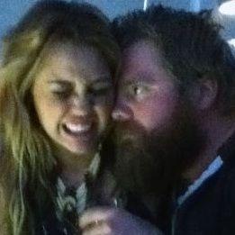Miley Cyrus recuerda a Ryan Dunn y publica foto de los dos