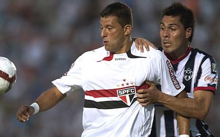 Sao Paulo vs Universitario: Se calienta el partido por la Copa Libertadores 2010