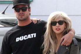 Novio de Lady Gaga le habría pedido que sea normal cuando están juntos