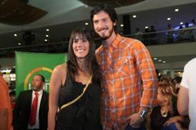 Gianella Neyra y Christian Rivero cariñosos en el concierto de Roberto Carlos