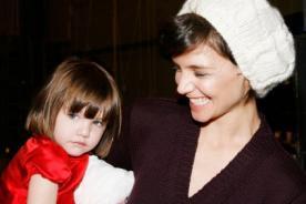 Katie Holmes desea cambiar el nombre y apellido de su hija