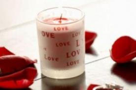 Encuentra el verdadero amor con vela rosada y botella de aceite del amor