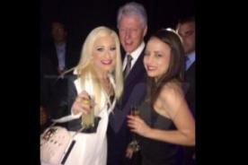 Ex presidente de Estados Unidos es captado con dos meretrices - Foto